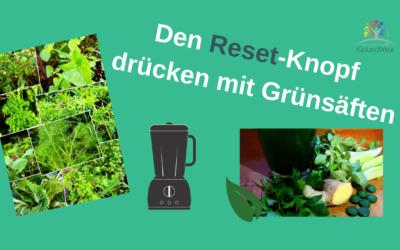 Den Reset-Knopf drücken mit grünen Pflanzensäften