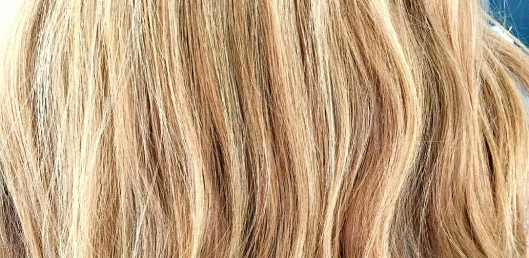 So kurierst du erfolgreich Haarausfall auf natürlichem Wege